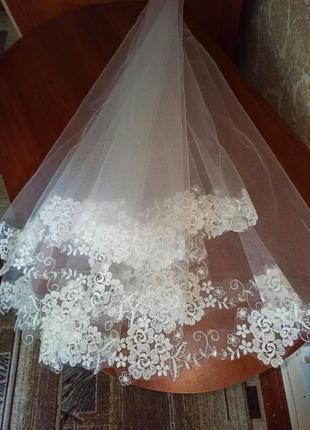Свадебная фата новая с кружевом и камнями стразами цвет lvory