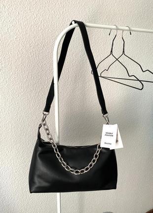 Чорна базова сумочка від bershka🔝