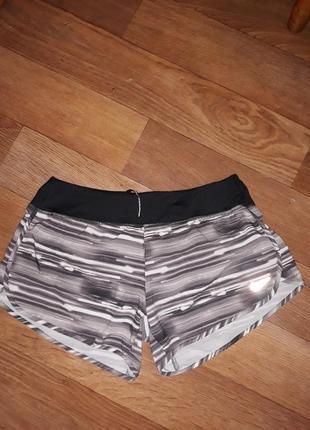 Фирменные шорты nike с трусиками! размер м