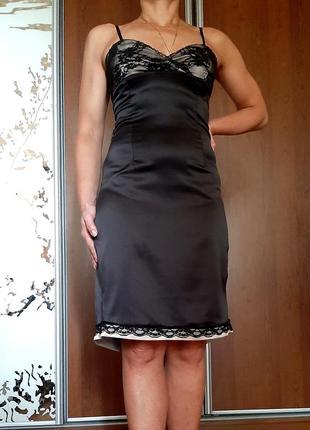 Коктельное платье из стрейчевого атласа в бельевом стиле