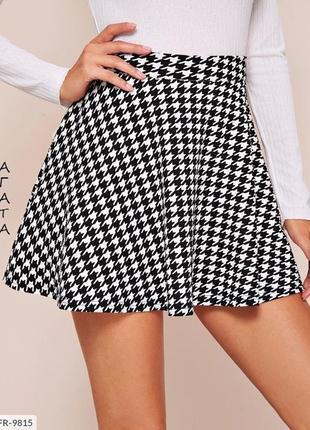 Женская короткая юбка чёрно белая карандаш и солнце