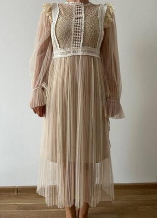 Світла сукня (плаття) з високою талією з мереживом і шифоном s-m