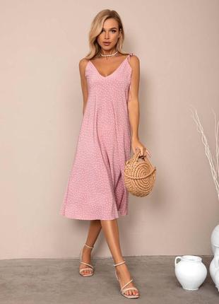 Рожеве в горох плаття в білизняному стилі