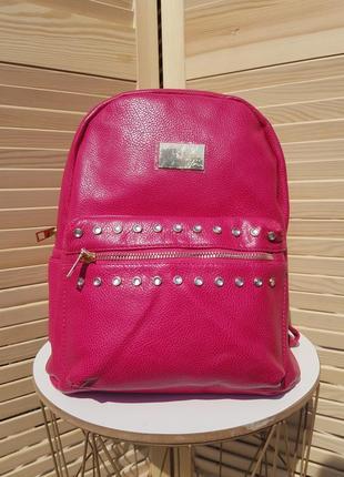 В наличии яркий плотный женский рюкзак на каждый день
