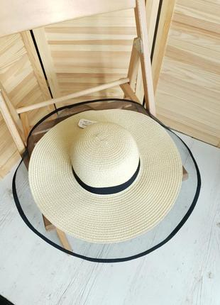 Шикарная бежевая шляпа braxton