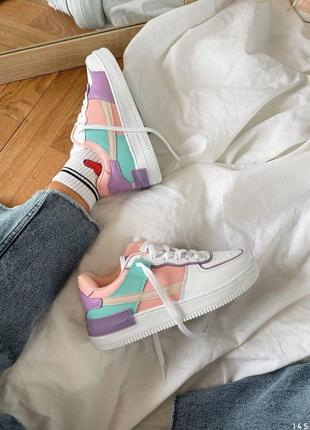 Комбинированные кроссовки белые на массивной подошве