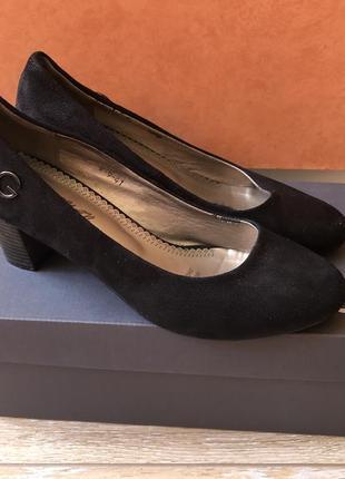 Туфли чёрные на каблуке классические туфлі чорні