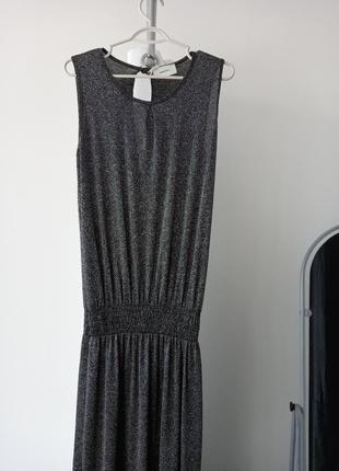 Срібляста довга сукня
