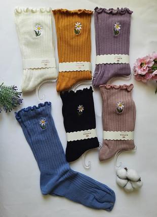 Носки женские высокие цветные в рубчик с рюшей и шелковой вышивкой