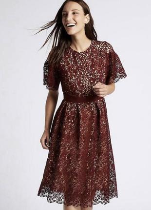 Бордовое кружевное платье миди