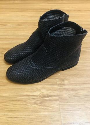 Эксклюзивные ботинки из плетёной кожи