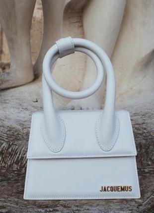 Красивая белая сумка