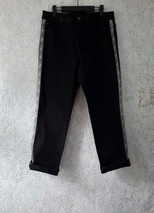 Класные черные джинсы