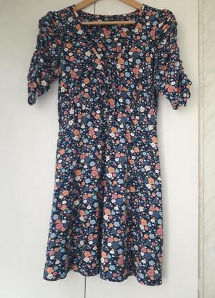 Яркое комфортное платье, отлично подчёркивающее фигуру