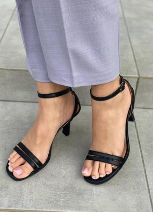 Босоножки натуральная кожа на каблуке 🦋