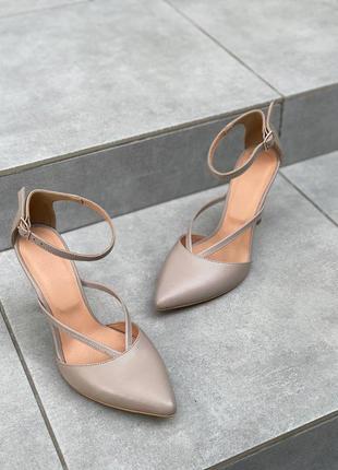 Женские босоножки на каблуке кожа бежевые