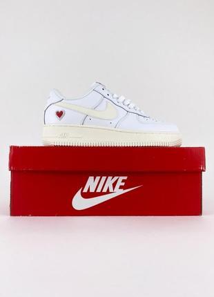 Новые легкие спортивные кроссовки nike air force low white love белые кожаные найк форс