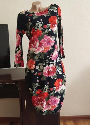Красивтое платье в цветы из тонкого трикотажа.