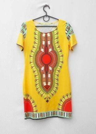 Летнее трикотажное платье с орнаментным рисунком с коротким рукавом