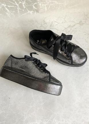 Блестящие кроссовки на платформе испания