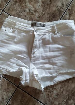 Джинсовые белые шорты denim co