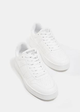 Кроссовки белые.испания.26 см