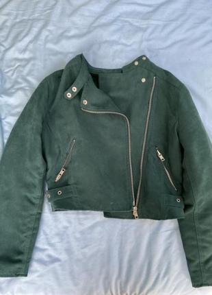 Куртка косуха bershka красивого изумрудного / зеленого цвета