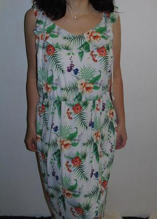 Красивое легкое платье 20 размера