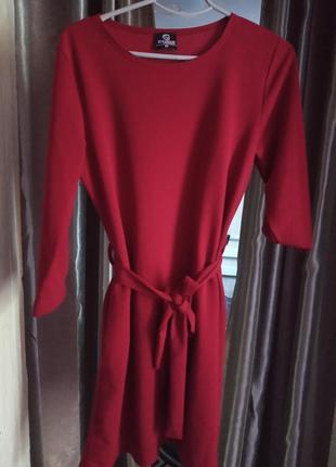 Красивое платье с рукавчиком