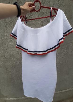 Белое летнее платье приталенное