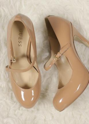 Нюдові лакові туфельки gиеss