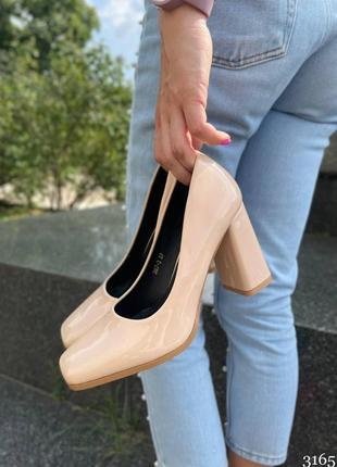Элегантные женские лаковые бежевые туфли4 фото