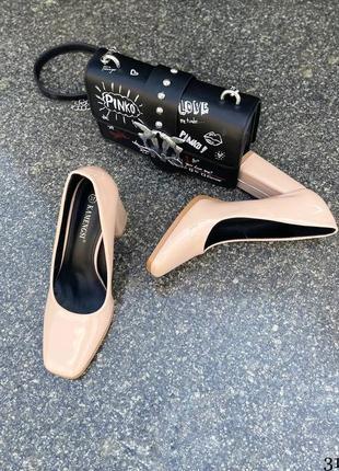 Элегантные женские лаковые бежевые туфли3 фото