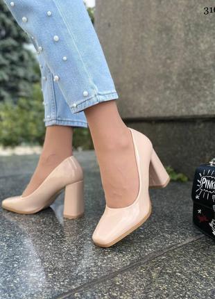 Элегантные женские лаковые бежевые туфли2 фото