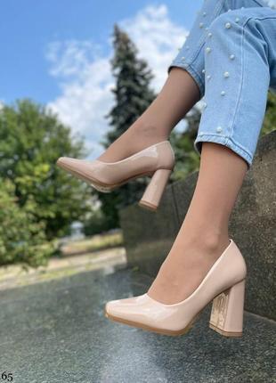 Элегантные женские лаковые бежевые туфли6 фото