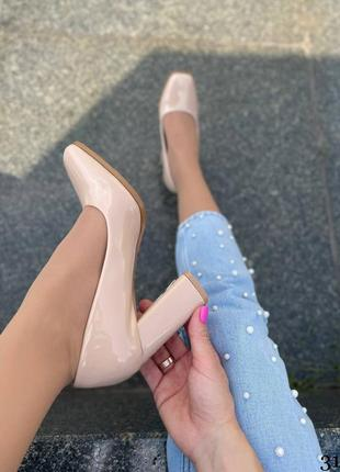 Элегантные женские лаковые бежевые туфли5 фото