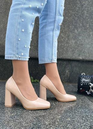 Элегантные женские лаковые бежевые туфли8 фото
