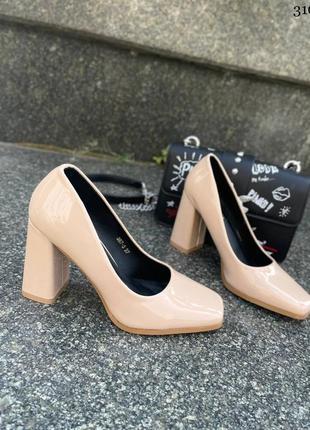 Элегантные женские лаковые бежевые туфли7 фото