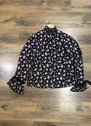 Роскошная блуза под горло
