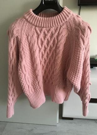 Красивый фирменный свитер