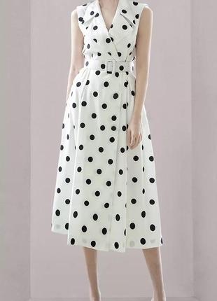 Элегантное платье в горошек с поясом