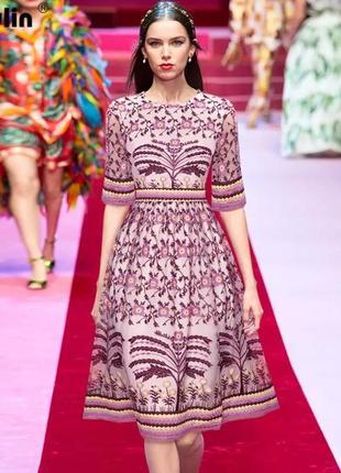 Платье длины миди с цветочной вышивкой