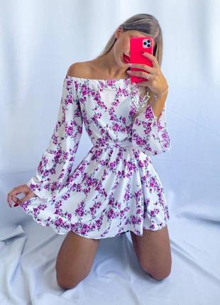 Цветочное платье в цветочный принт повседневнок летнее лёгкое модное короткое приталенное ч открытыми плечами длмнным широким рукавом свободное