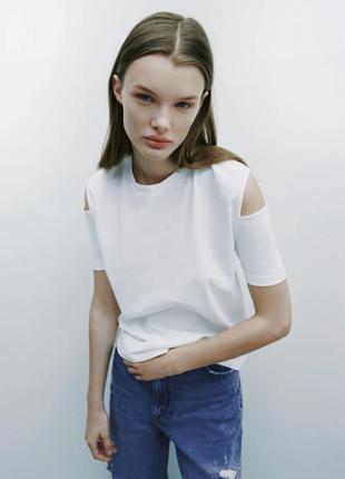 Zara футболка с вырезами на плечах базовая