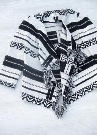 Накидка пиджак в стиле бохо bershka кардиган чёрно белый в полоску с бахромой