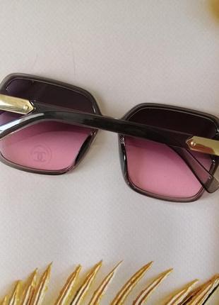 Эксклюзивные брендовые серо розовые солнцезащитные женские очки 2021