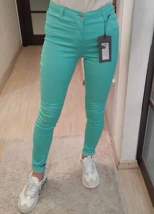 Джинсы скини скинни vero moda бирюзового цвета.