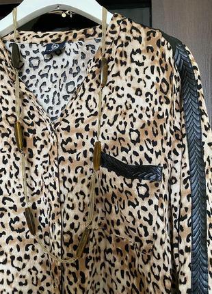 Блузка с кожаными вставками asos