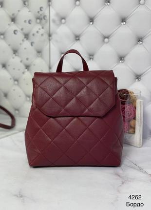 Красивый бордовый рюкзак