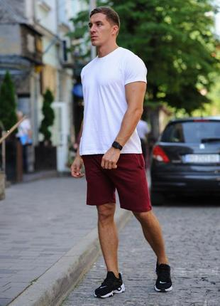 Летний комплект - белая футболка и бордовые шорты
